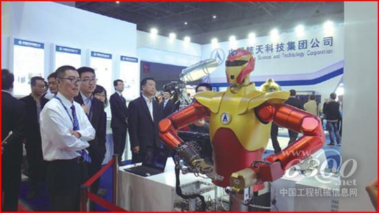 中国航天科技集团公司的长征六号运载火箭首次在展览会上亮相,其发射