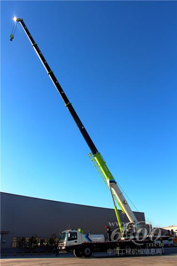 雷萨q25汽车起重机臂架截面为u型结构,起重臂全伸长度达到41.