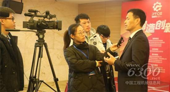 平潭综合实验区建筑行业协会秘书长林文接受媒体采访
