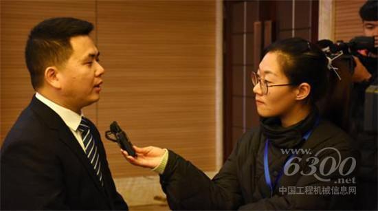 平潭宇通达科技发展有限公司董事长许旺福接受媒体采访