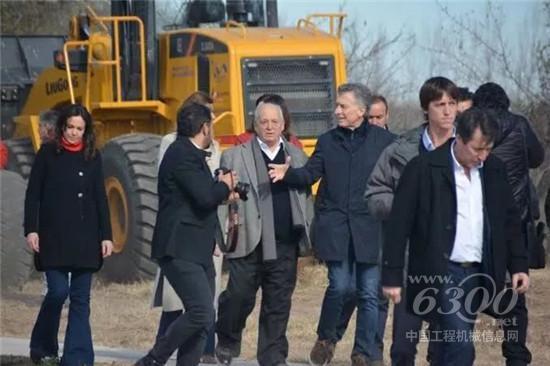阿根廷总统马克里亲身体验柳工装载机