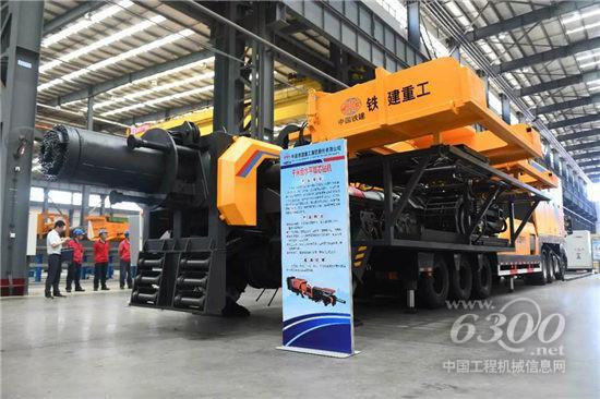 国产首台新型千米级水平取芯钻机成功下线