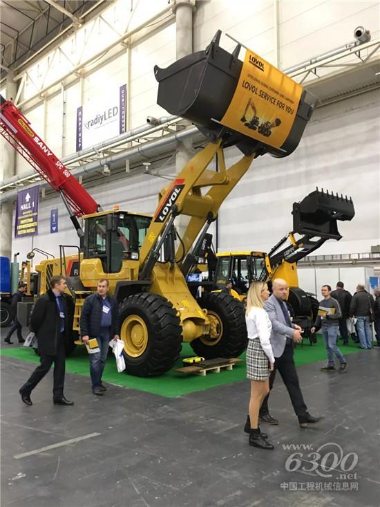 雷沃工程机械亮相第十六届乌克兰国际道路机械及基础设施展