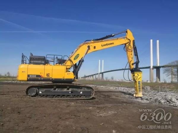 柳工挖机CLG950E参与发电站破碎作业