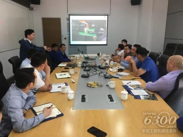 柳工邀请客户方的6位工程师到访柳工总部