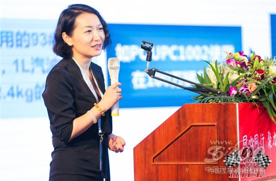 冯雅荣女士发表演讲