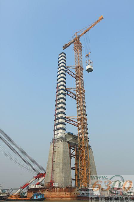 中联重科全球最大上回转塔机d5200创两项世界新纪录