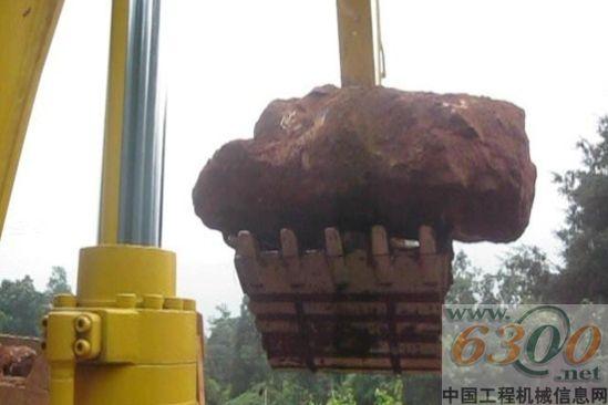 动态 中国 挖掘机/力士德挖掘机正在采挖巨石