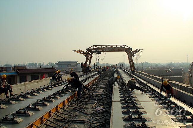 中铁十五局五公司大西项目部桥梁段无砟轨道竣工